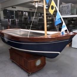 Oesterbar in de vorm van een boot