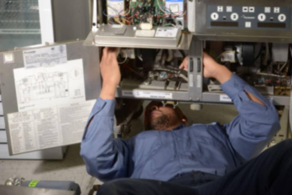 Techische dienst onderhoud voor uw horecakeuken, bedrijfskeuken grootkeuken 7 op 7 van 9 - 17h