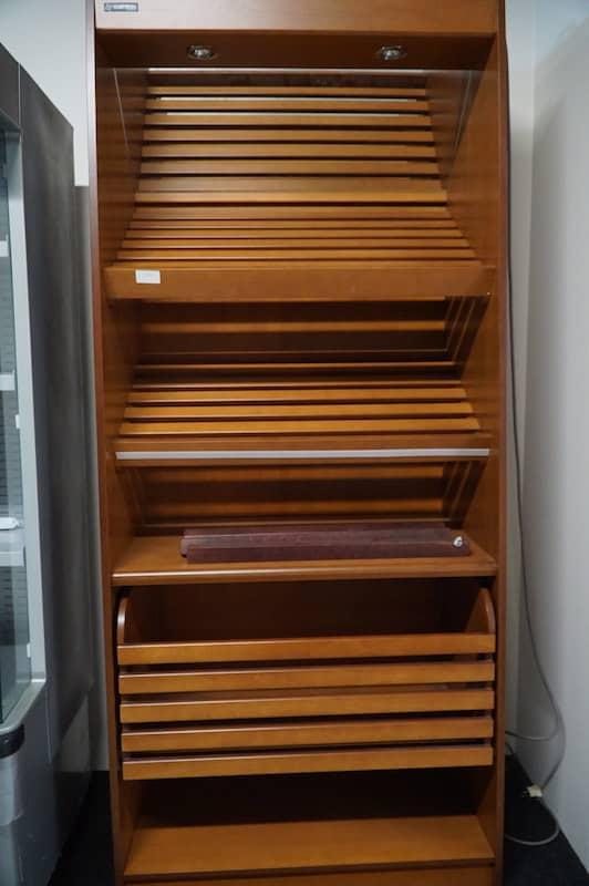Brood presentatie meubel tweedehands verkrijgbaar bij Vanal NV antwerpen Brecht